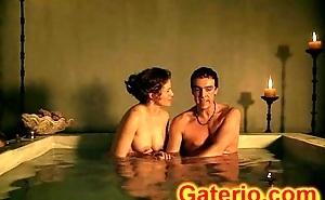 Lucy Lawless Sin Ropa Desnuda en Go-go en Spartacus