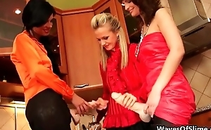 Unsightly blonde cosset going crazy jerking