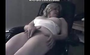 Mart chick masturbates aloft the chair