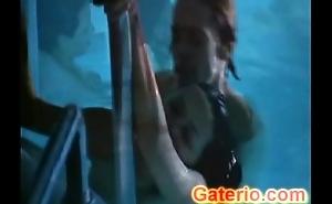 Asia Argento Desnuda y Follando en New Rose Motel
