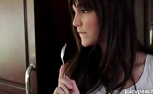 Sexy teen Holly Michaels (HD video download: juicypeach.org )