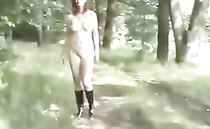 Exhibitionist girl flashing the Bourse drivers