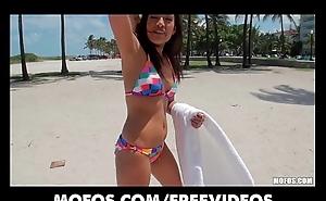 Nice-looking Hawt Latina with a authoritative ass rides hard dick